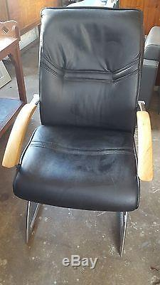Stylish Italian Chrome Black Leather Office Chairs