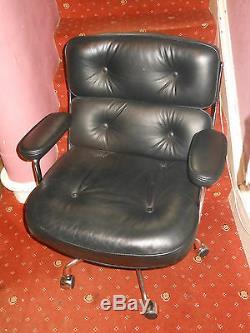 Vitra Eames office lobby chair ES104 executive